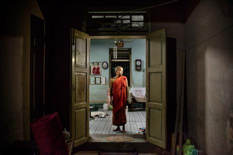 Muslimer tar skydd i buddhistiskt kloster