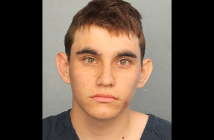Högerextremister bluffade medier om att skolmördaren Nikolas Cruz varit medlem i en vit makt-organisation.