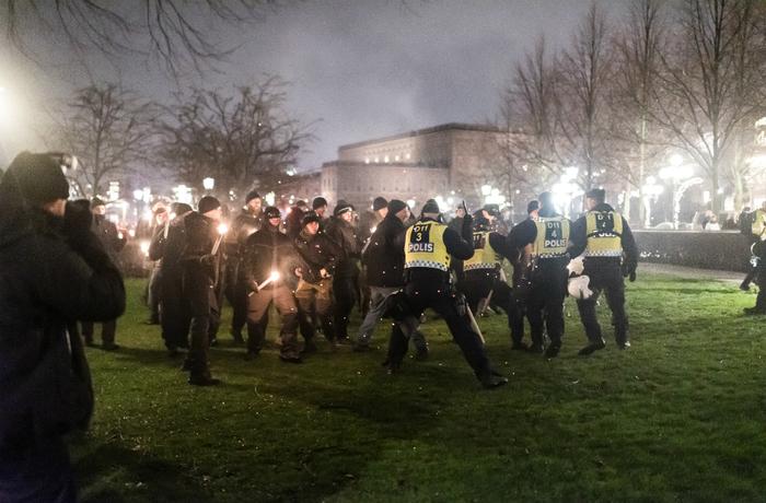Aktivister attackerade motdemonstranter i Stockholm den 30 november.