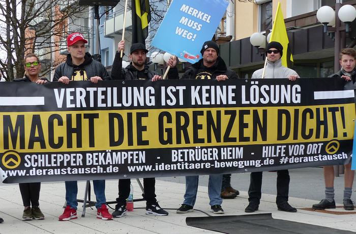 Aktivister från Identitäre Bewegung vid en Alternativ för Tyskland-demonstration 2016.