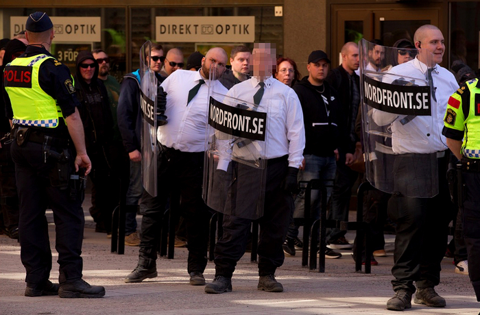 25-åringen vid en demonstration med Nordiska motståndsrörelsen 2017.