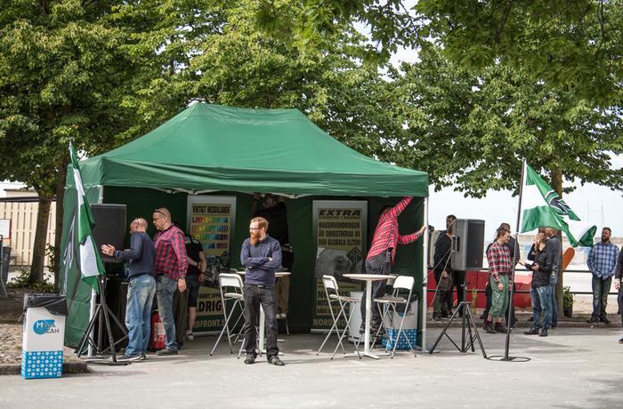 Nordiska motståndsrörelsens tält under Almedalsveckan 2017.