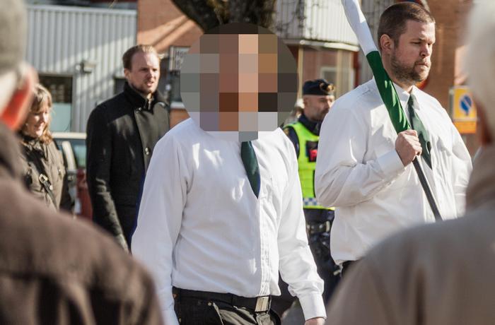 35-åringen i samband med att nazistiska Nordiska motståndsrörelsen demonstrerade i Borlänge 2016.