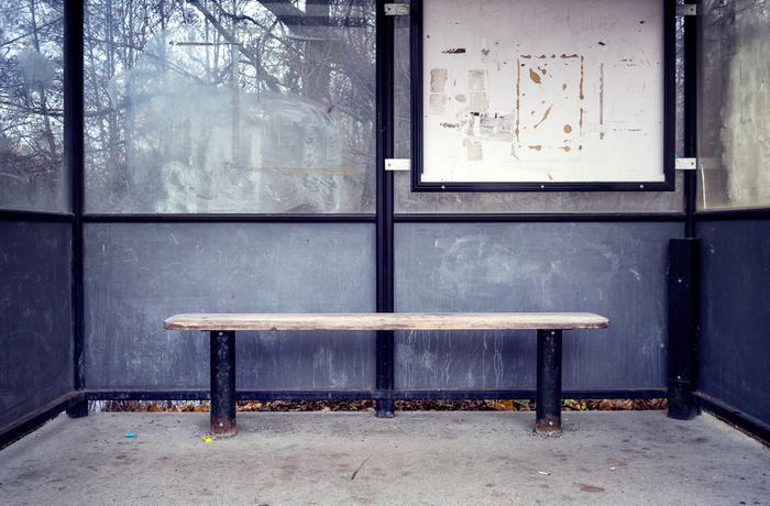 Busshållplats, typisk plats för vardagsrasism