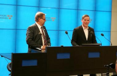 Jeff Ahl (t.h) meddelar på en presskonferens i riksdagen 180327 att han lämnar Sverigedemokraterna och går med i Alternativ för Sverige. Olle Felten (tv) som tidigare i månaden meddelat samma beslut medverkade på pressträffen.