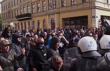 Högerextrema protester mot prideparad i Polen.