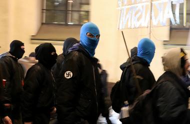 Nazister demonstrerar i Helsingfors på Finlands självständighetsdag 191206.