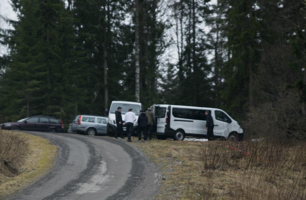NMR samlas utanför Folkets hus i Saxdalen efter förstamajdemonstrationen i Ludvika.