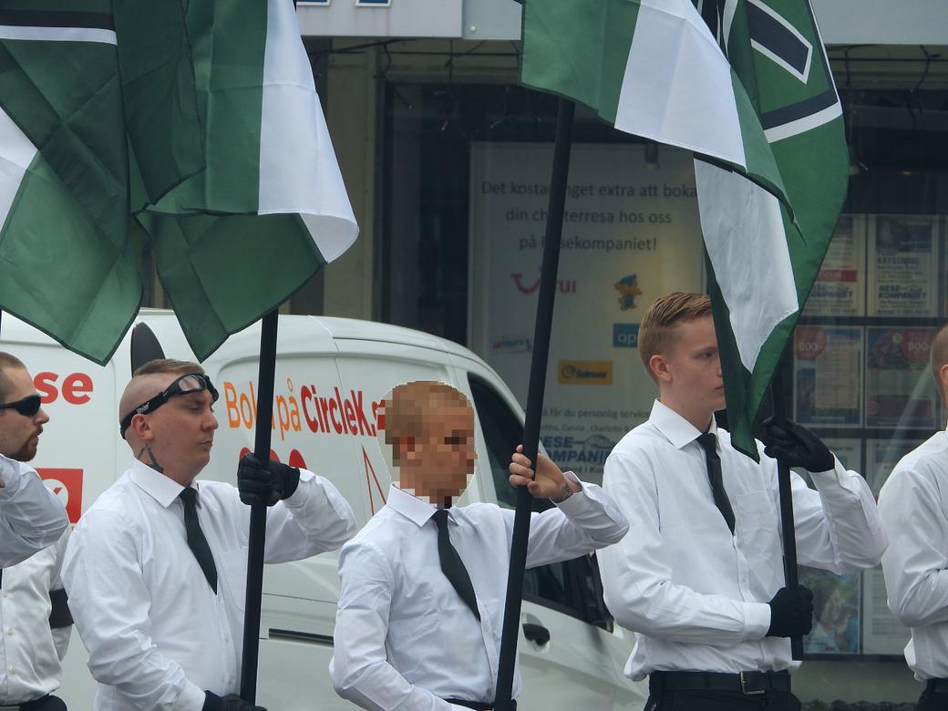 Den misstänkta under en demonstration för NMR i Kungälv