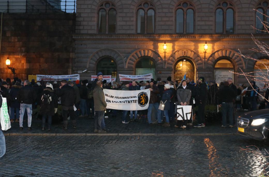 Demonstration på Mynttorget i Stockholm som Nordisk ungdom har anslutit sig till.