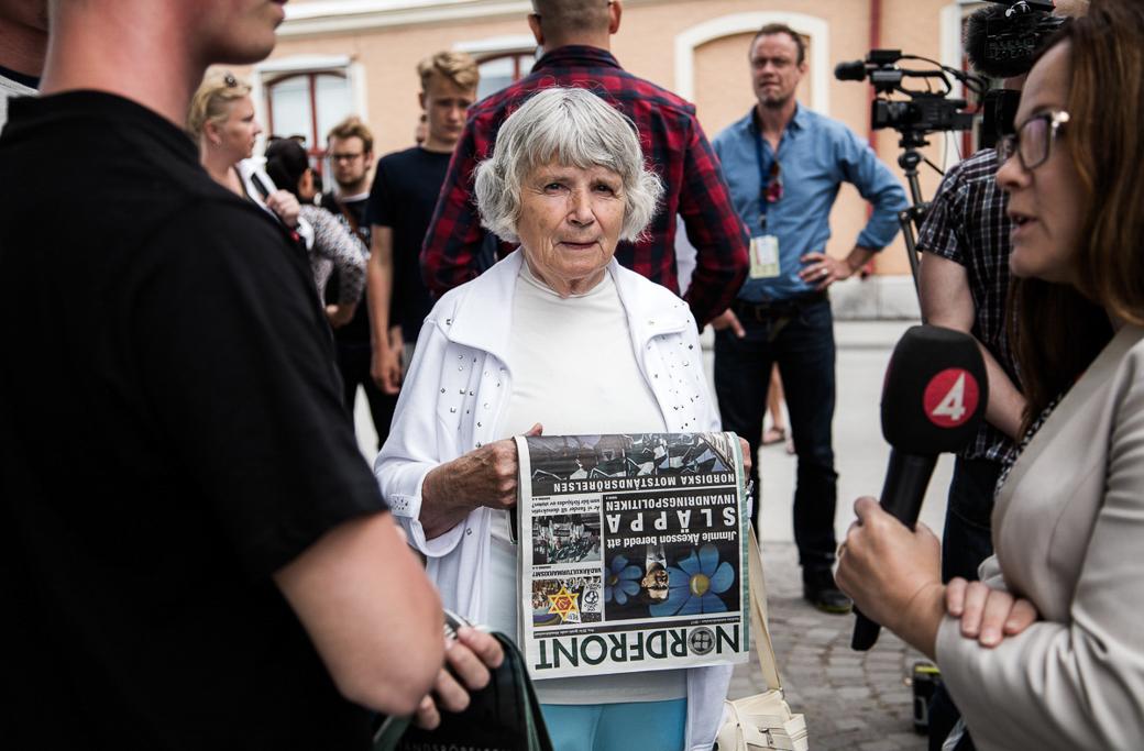 Vera Oredsson, veteran inom Nordiska rikspartiet, deltog tillsammans med Nordiska motståndsrörelsen under Almedalsveckan 2017.