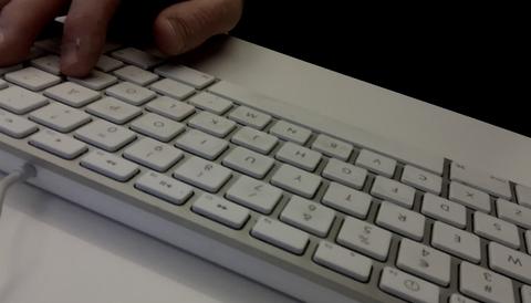 Polisen kritiseras för hur den utreder hat och rasism på nätet.