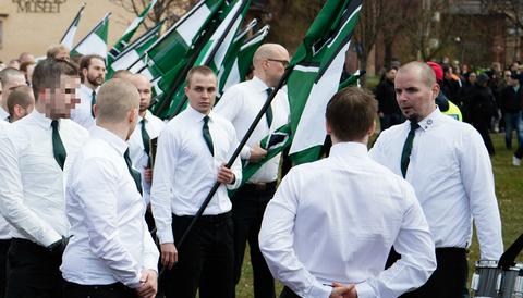 Nordiska motståndsrörelsen demonstrerar i Borlänge 20160501.
