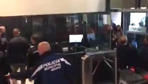 Hogar Social Madrid stormade PSOE:s kontor i Madrid.