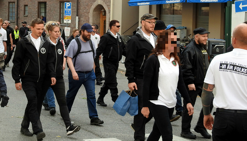 Kvinnan på plats under en NMR-demonstration i Stockholm.