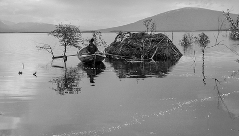 Sjön Áhkájávrre bildades efter ett dammbygge och svämmade över ett rikt samiskt kulturlandskap